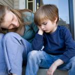 Tips Ala Ibu Agar Anak Pemalu Menjadi Pemberani